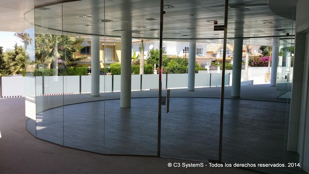 Cerramientos de cristal para oficinas en huelva 003 venku for Cerramientos oficinas