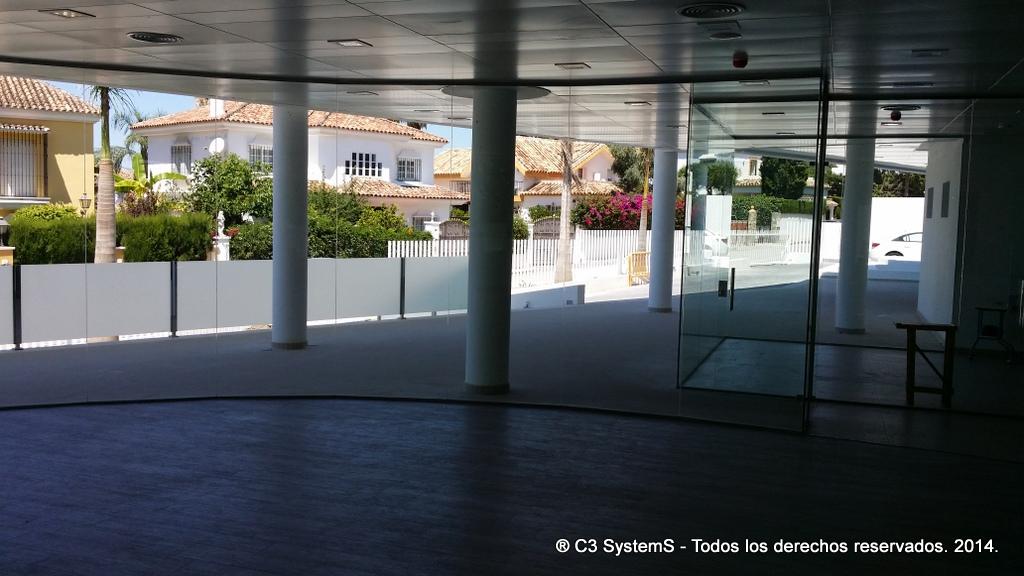 Cerramientos de cristal para oficinas en huelva 005 venku for Cerramientos oficinas