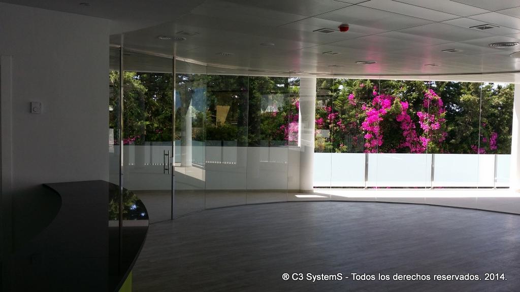 Cerramientos de cristal para oficinas en huelva 007 venku for Cerramientos oficinas