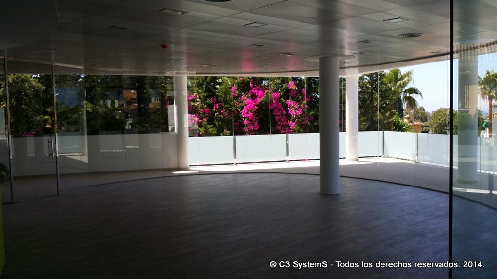 Cerramientos de cristal para oficinas en huelva 008 venku for Cerramientos oficinas