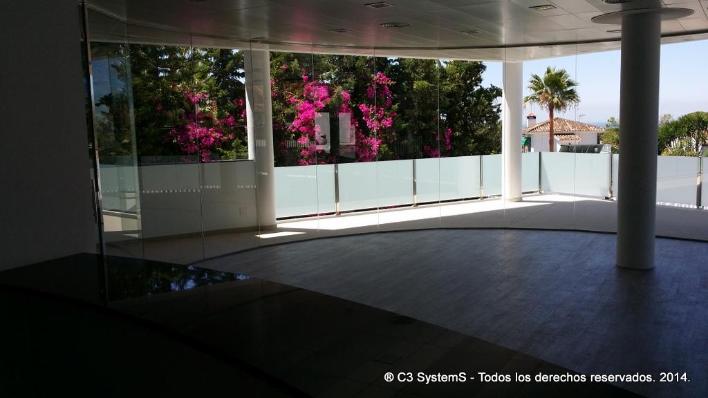 Cerramientos de cristal para oficinas en huelva 010 venku for Cerramientos oficinas